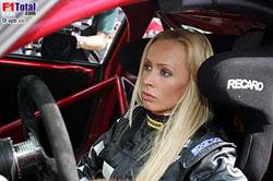 Кора принимает участие в гонках серии Mini Challenge